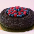 Extračokoladová torta s čertvým ovocím